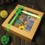 Картонная подарочная коробка с окошком