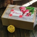 """Картонная подарочная коробка """"8 марта"""" №2"""